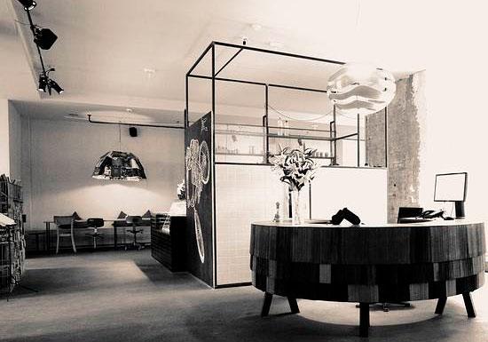 duerma en una vieja f brica. Black Bedroom Furniture Sets. Home Design Ideas